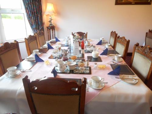 A restaurant or other place to eat at Springfield House B&B