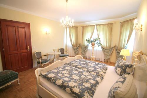 Cama o camas de una habitación en Hotel-Appartement-Villa Ulenburg