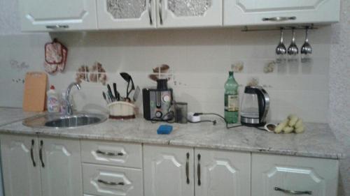 Кухня или мини-кухня в Апартаменты на Плеханова 25 Б