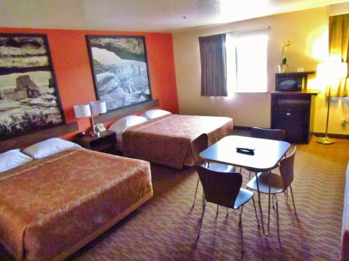 A bed or beds in a room at Super 8 by Wyndham Williams East/Grand Canyon Area