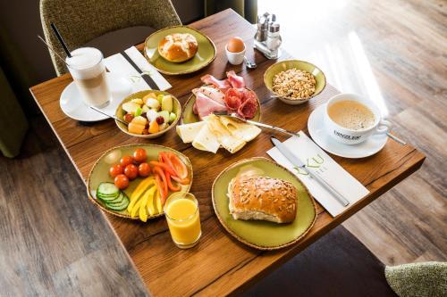Frühstücksoptionen für Gäste der Unterkunft RiKu HOTEL Neu-Ulm