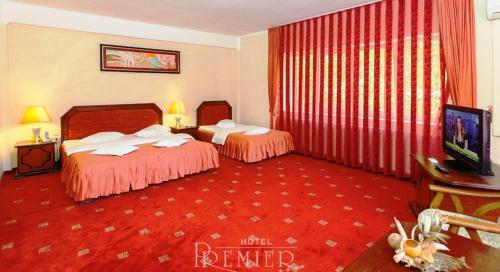 A bed or beds in a room at Hotel Premier