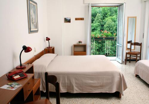 A bed or beds in a room at Albergo Ristorante Regina