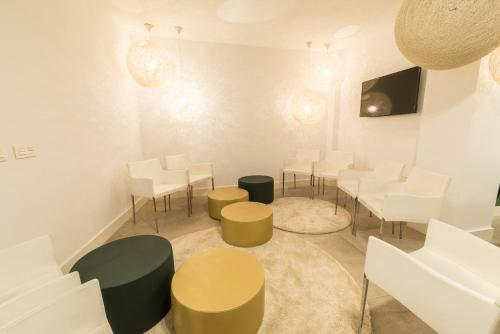 The lounge or bar area at Globetrotter Hostel