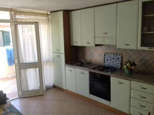 A kitchen or kitchenette at Appartamento Bouganville