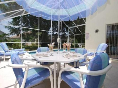 A restaurant or other place to eat at Villa Cosy - Kissimmee