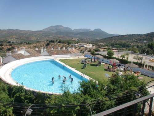 A view of the pool at Villa Turística de Priego or nearby
