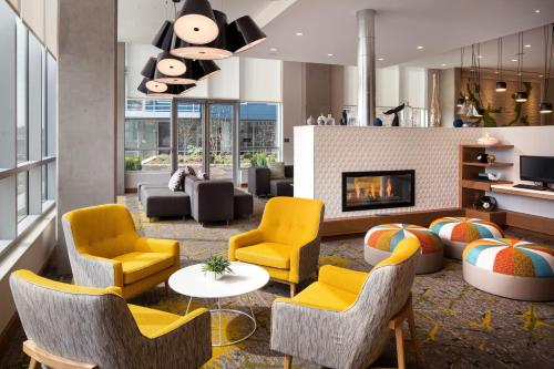 The lounge or bar area at Residence Inn Washington Capitol Hill/Navy Yard