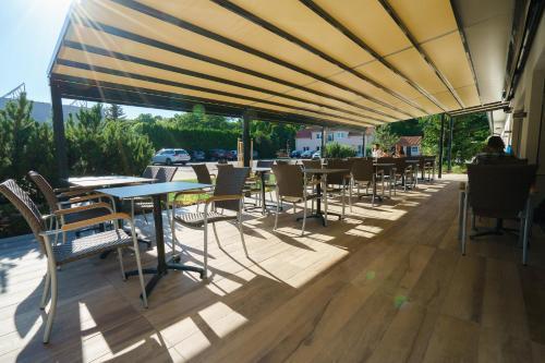 Restauracja lub miejsce do jedzenia w obiekcie Penzion Koráb