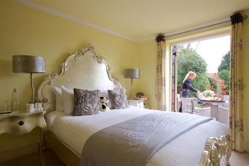 A bed or beds in a room at Stanwell House Hotel