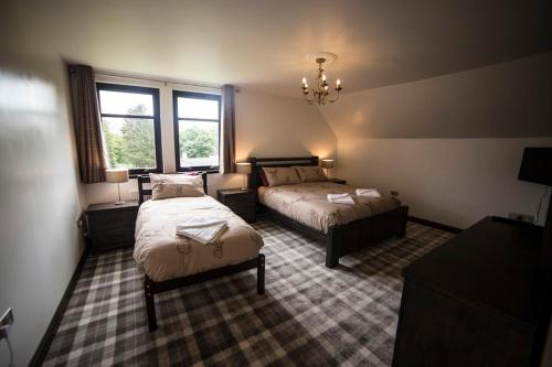 A bed or beds in a room at Whitehouse B&B