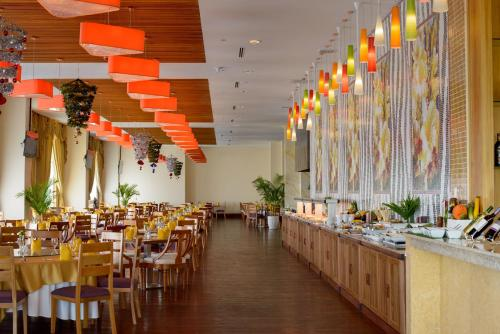 A restaurant or other place to eat at Sokha Phnom Penh Residence