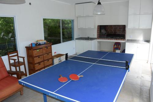 Instalaciones para jugar al tenis de mesa en Apart Playa Serena o alrededores