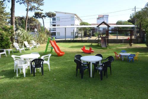 Zona de juegos para niños en Apart Playa Serena