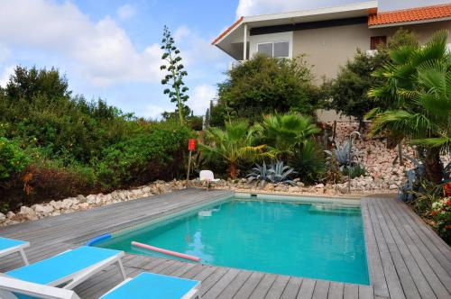 A piscina localizada em Hilltop Sea view , Boca Gentil ou nos arredores