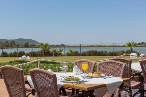 A restaurant or other place to eat at Grand Palladium Palace Ibiza Resort & Spa- All Inclusive