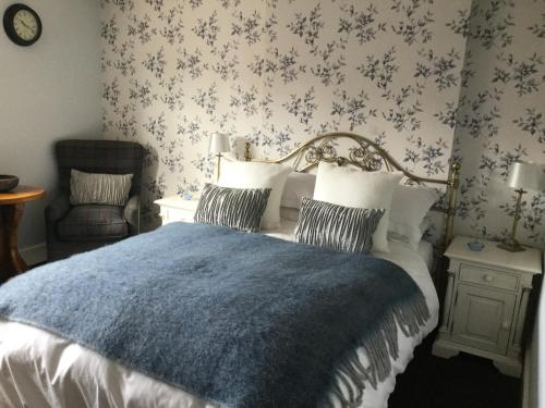 A bed or beds in a room at Eagle House