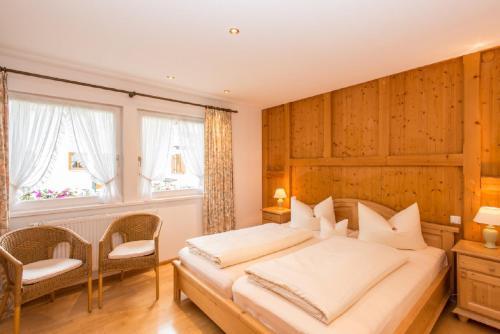 Ein Bett oder Betten in einem Zimmer der Unterkunft Ferienhaus Alpspitz