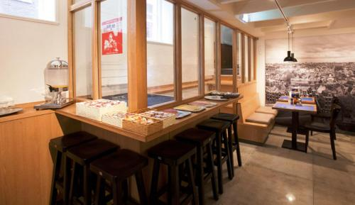 Um restaurante ou outro lugar para comer em Hotel Torenzicht