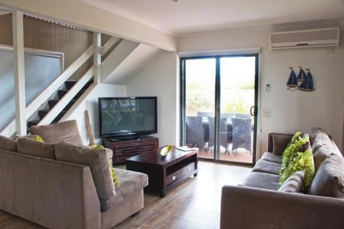A seating area at Sunderland Retreat Phillip Island