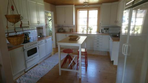 A kitchen or kitchenette at Torp Källtorp B&B