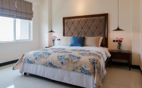 A bed or beds in a room at Rococo Residence