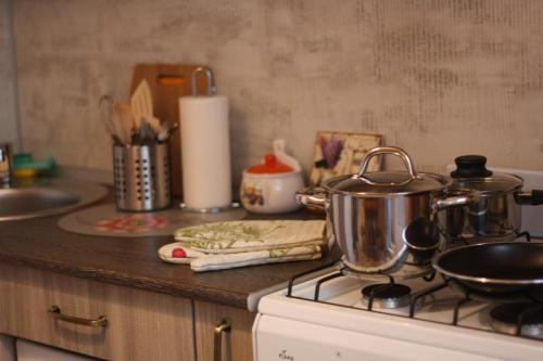 Кухня или мини-кухня в Апартаменты Как Дома