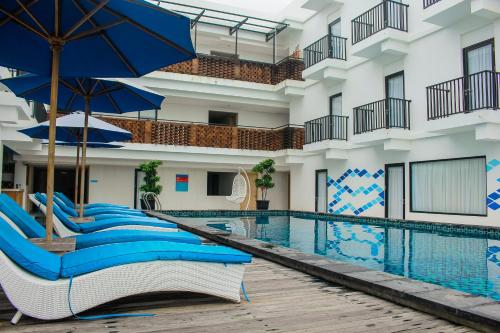 The swimming pool at or close to D'MAX Hotel & Convention Lombok