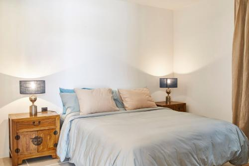 A bed or beds in a room at thesuites LANZAROTE Casa Sua