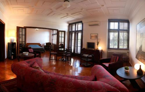 The lounge or bar area at Apartment Parliament park