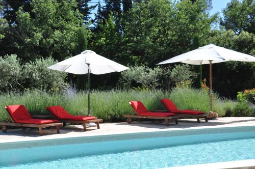 The swimming pool at or near Le Clos Geraldy - Charming B&B et Spa