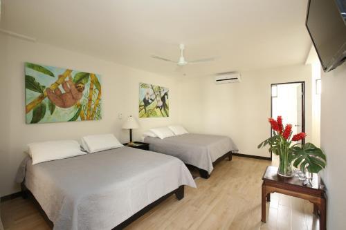 A bed or beds in a room at Casa María Aeropuerto B&B