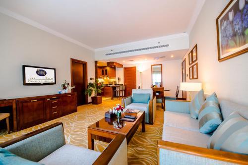A seating area at Grand Mercure Abu Dhabi