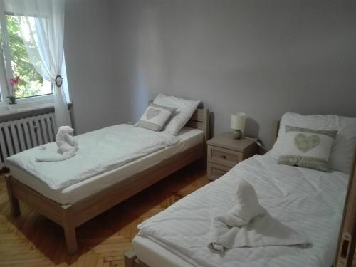 Łóżko lub łóżka w pokoju w obiekcie Hostel Grono