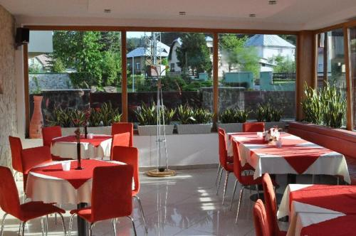 A restaurant or other place to eat at Penzion Stara Fara