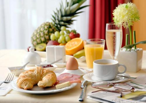 Breakfast options available to guests at Hotel Carat