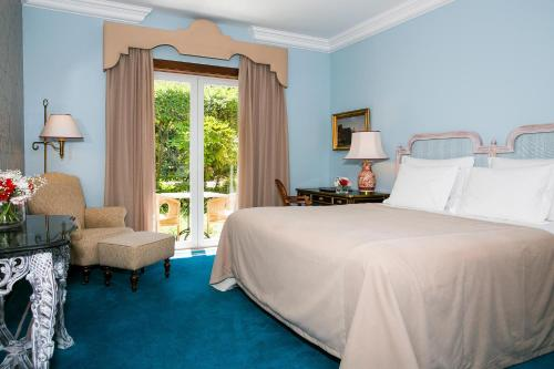 A bed or beds in a room at Pestana Palace Lisboa Hotel & National Monument - The Leading Hotels of the World