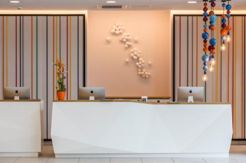 The lobby or reception area at Capri by Fraser Berlin