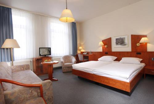 Ein Bett oder Betten in einem Zimmer der Unterkunft Hotel Stadt Hannover