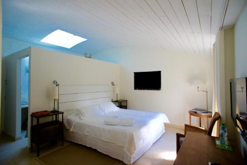 A bed or beds in a room at Campagne les Jumeaux