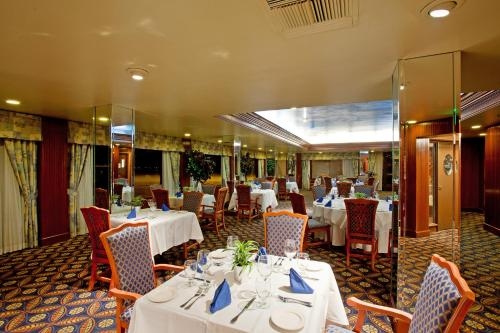 A restaurant or other place to eat at Radisson Hotel Santa Maria
