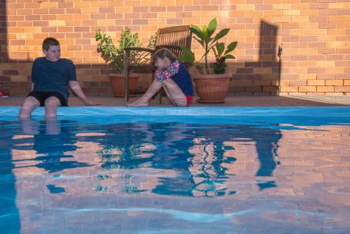 The swimming pool at or near Abajaz Motor Inn