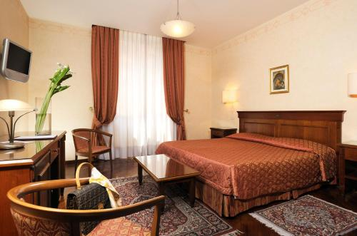 A bed or beds in a room at Hotel Viminale