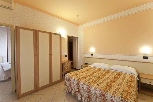 Letto o letti in una camera di Hotel La Riviera