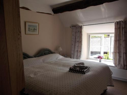 A bed or beds in a room at Deepaller Farm