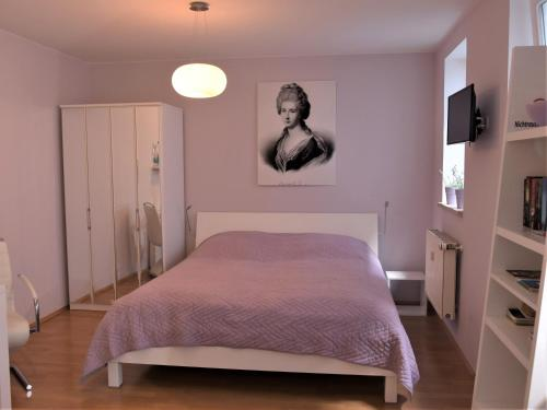 Ein Bett oder Betten in einem Zimmer der Unterkunft Schlafen in Weimar