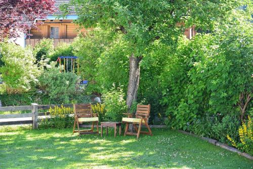 Ein Garten an der Unterkunft Haus Hoher Sattel