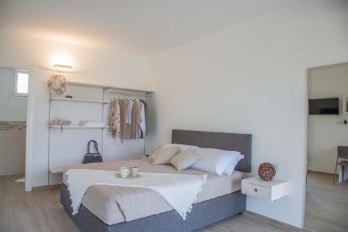 A bed or beds in a room at Villa La Rosa B&B