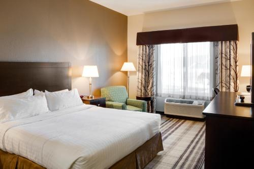 A bed or beds in a room at Holiday Inn Express & Suites Nevada