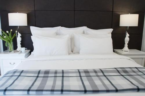 A bed or beds in a room at Haven on the Park